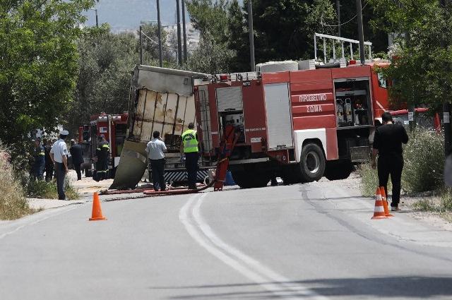 ΠΡΙΝ ΛΙΓΟ: Σύγκρουση ΙΧ με φορτηγό έξω από τη Θεσσαλονίκη – Δύο τραυματίες