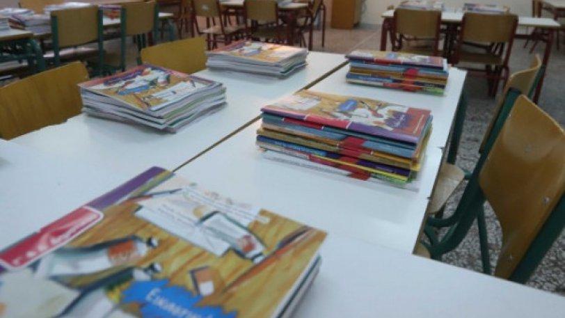 Θεσσαλονίκη: Μοίρασαν βιβλία στην 6η δημοτικού που ήταν τυλιγμένα με διαφημιστικό αυξητικής στήθους (Βίντεο)