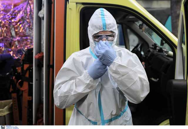 Κορονοϊός: Νέο ρεκόρ κρουσμάτων και νεκρών – 882 νέες μολύνσεις και 15 θάνατοι την Πέμπτη