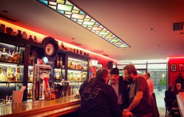 Θεσσαλονίκη: Ιδιοκτήτης μπαρ κλείδωσε την πόρτα για να μην τον γράψει η Αστυνομία