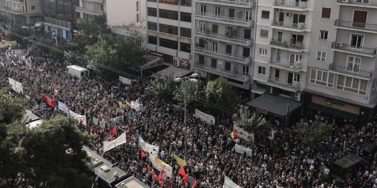 Live η ιστορική δίκη της Χρυσής Αυγής: Κλειστοί δρόμοι, χιλιάδες άνθρωποι στο εφετείο -Στις 11 η ετυμηγορία