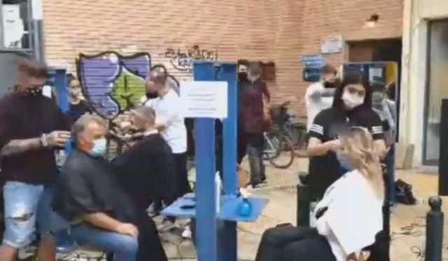 Καρδίτσα: Δωρεάν κούρεμα στους πλημμυροπαθείς! Δείτε τις εικόνες στον πεζόδρομο που γίνονται viral (Βίντεο)