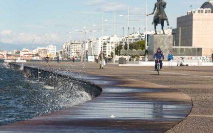 Θεσσαλονίκη: Καθάρισαν και απολύμαναν τη Νέα Παραλία