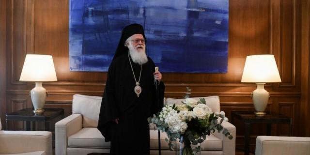 Θετικός στον κορωνοϊό ο Αρχιεπίσκοπος Αλβανίας, Αναστάσιος -Με απόφαση Μητσοτάκη μεταφέρεται στην Ελλάδα, θα νοσηλευτεί στον «Ευαγγελισμό»