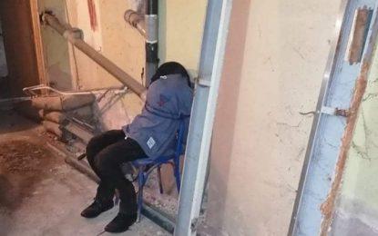 Επικίνδυνη φάρσα στον ΕΟΠΥΥ Σερρών: Έφτιαξαν ανθρώπινο ομοίωμα και το αλυσόδεσαν σε μια καρέκλα