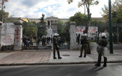 Πολυτεχνείο: Μπαράζ συσκέψεων για να μην ξεφύγει η κατάσταση – 5.000 αστυνομικοί επί ποδός