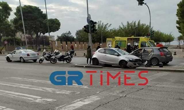 Θεσσαλονίκη–Lockdown: Σοβαρό τροχαίο με 4 τραυματίες! Σύγκρουση οχημάτων και παράσυρση πεζών(Βίντεο)