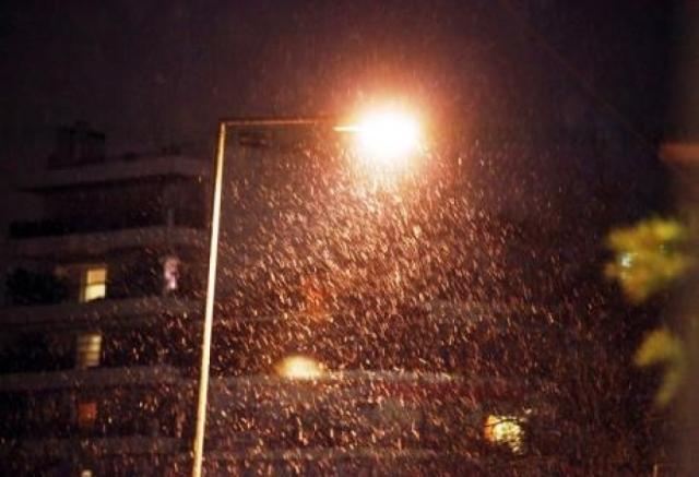 Έπεσαν οι πρώτες νιφάδες χιονιού στη Θεσσαλονίκη(Βίντεο)