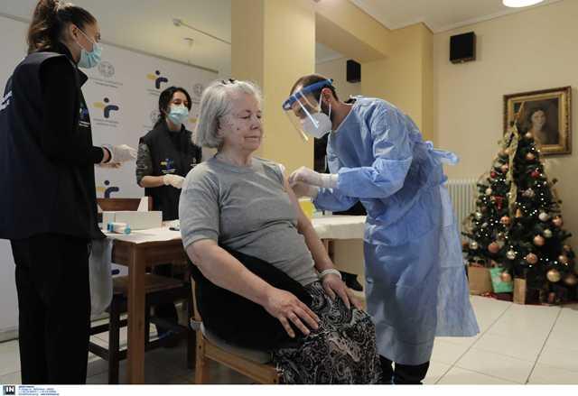 Την Δευτέρα 11/01 αρχίζει ο εμβολιασμός 100.000 πολιτών άνω των 85