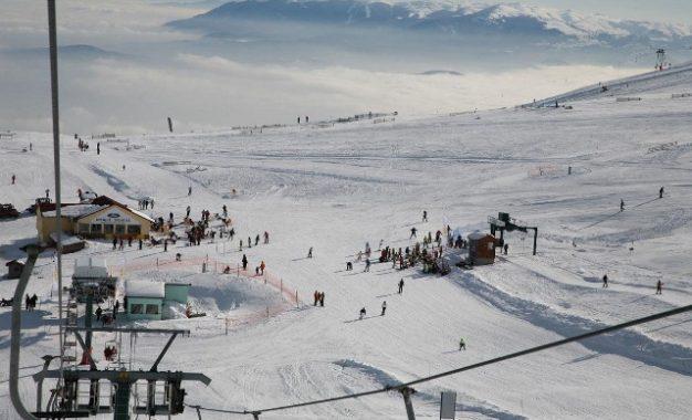 """Έτοιμα να ανοίξουν τα χιονοδρομικά κέντρα στη Βόρεια Ελλάδα – """"Χάθηκε το 50% της σεζόν""""(Εικόνες)"""