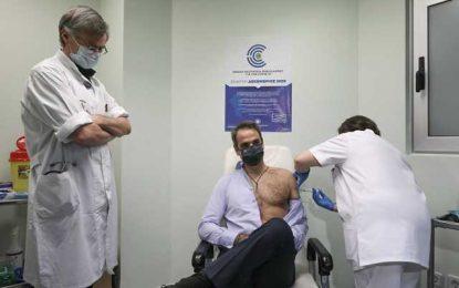 Την δεύτερη δόση του εμβολίου του κορονοϊού έκανε ο πρωθυπουργός(Εικόνα)