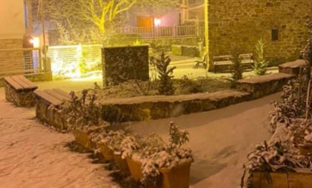 Κακοκαιρία «Λέανδρος»: Χιονίζει στη Θεσσαλονίκη, στα λευκά η Χαλκιδική -Πού χρειάζονται αλυσίδες