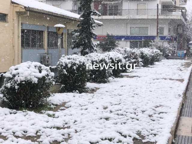 Καιρός – Θεσσαλονίκη: Χιόνια από τα ξημερώματα ακόμα και στο κέντρο της πόλης(Βίντεο)