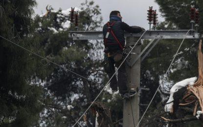 ΔΕΔΔΗΕ: Στο σκοτάδι παραμένουν 4.000 νοικοκυριά -Τέσσερις ημέρες χωρίς ρεύμα