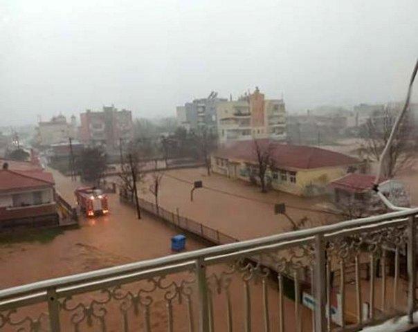 Έβρος: Πλημμύρισε νηπιαγωγείο, επιχείρηση απομάκρυνσης 21 παιδιών(Εικόνες&Βίντεο)