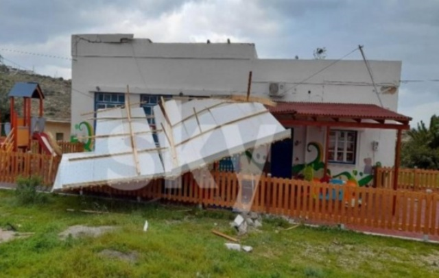 Καιρός – Κάσος: Θυελλώδεις άνεμοι ξήλωσαν τη σκεπή του νηπιαγωγείου(Εικόνες)