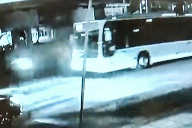 Σοκάρει το βίντεο από την σφοδρή σύγκρουση δικύκλου με λεωφορείο του ΟΑΣΘ – Νεκρός 38ρονος