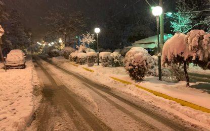 Κακοκαιρία «Μήδεια»: Δύσκολη νύχτα με ισχυρές χιονοπτώσεις – Χιόνια σε όλη τη Αθήνα