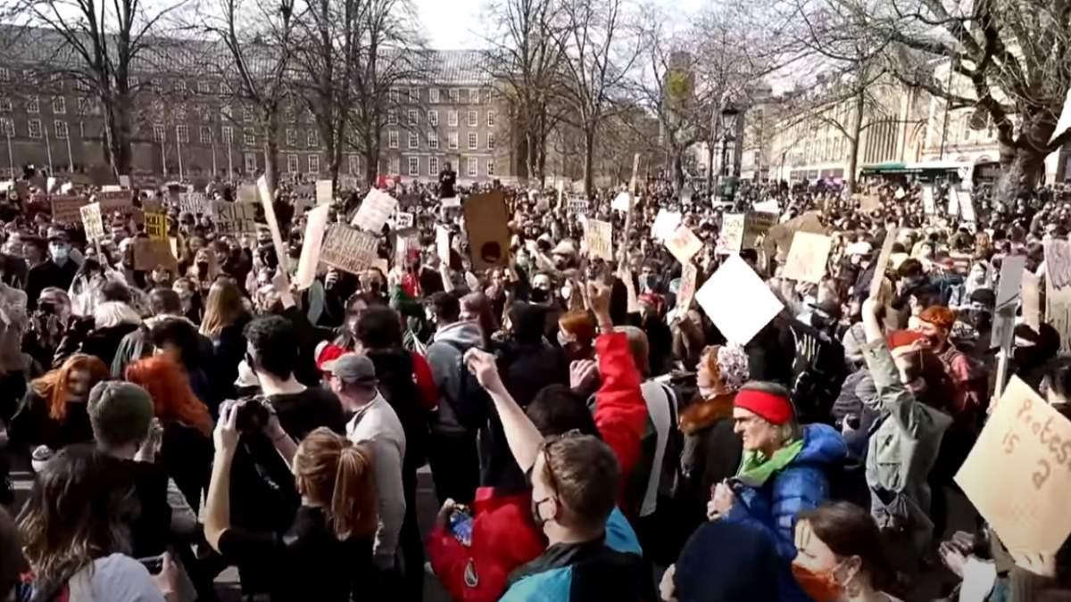 Αγγλία: Μαζική και επεισοδιακή διαδήλωση στο Μπρίστολ κατά του νομοσχεδίου ενίσχυσης της καταστολής
