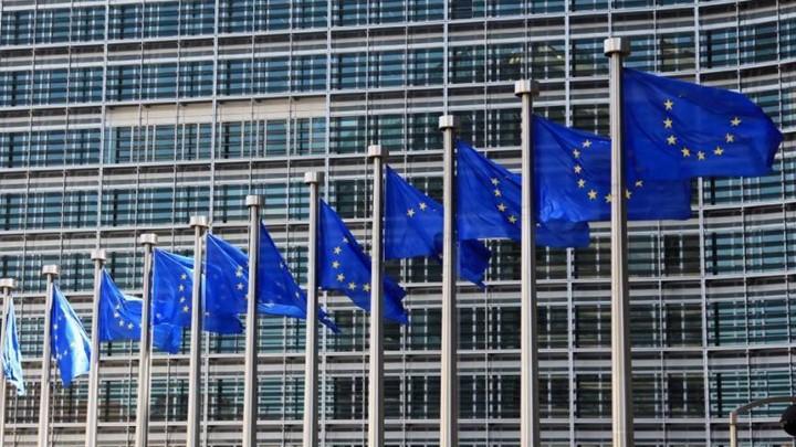 Η Κομισιόν θέλει «πράσινο διαβατήριο» πριν από τον Ιούνιο