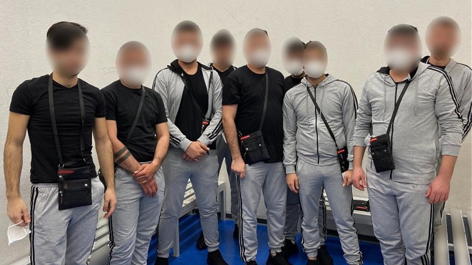 Συνελήφθησαν 9 αλλοδαποί στο «Ελ. Βενιζέλος» – Παρίσταναν την ομάδα βόλεϊ για να φύγουν παράνομα