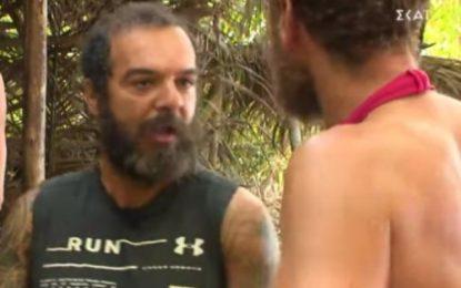 Survivor: Αντάλλαξαν «γαλλικά» Τριαντάφυλλος και Κώστας, «είσαι μ…ς και ανόητος»(Βίντεο)