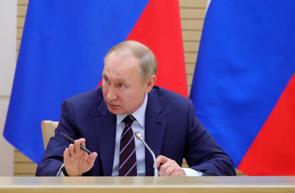 Ο Πούτιν απάντησε στον Μπάιντεν για το «φονιάς»: Του εύχομαι να είναι υγιής!