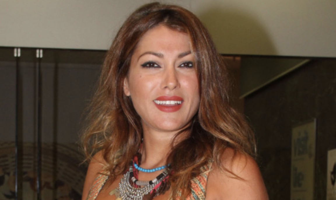 Κλέλια Ρένεση: «Μας κυβερνάει μια παρέα αλαζόνων που νομίζουν ότι η Ελλάδα είναι προϊόν»