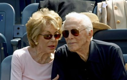 Κερκ Ντάγκλας: Πέθανε η χήρα του θρυλικού ηθοποιού σε ηλικία 102 ετών