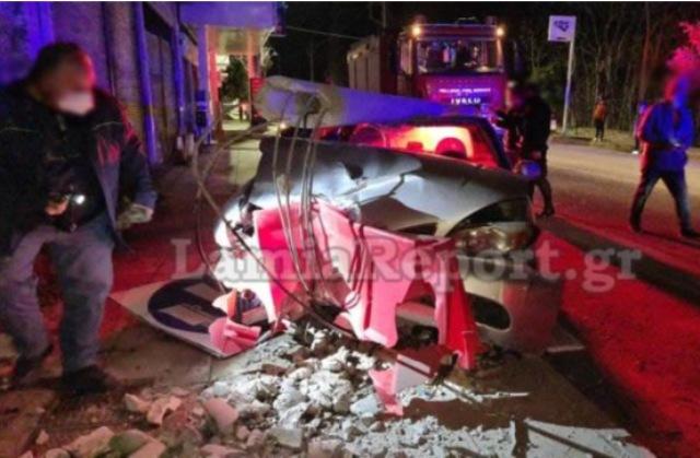 Θρήνος στη Λαμία: Ανακοπή έπαθε η 36χρονη που έπεσε με το αυτοκίνητο σε κολόνα(Εικόνες&Βίντεο)