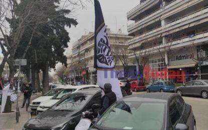 Θεσσαλονίκη: Η διαμαρτυρία οπαδού του ΠΑΟΚ που κεντρίζει τα βλέμματα στην Τούμπα(Εικόνα)