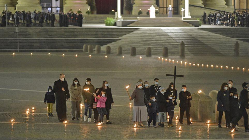 Πάσχα των Καθολικών: Εκατομμύρια άνθρωποι γιορτάζουν υπό αυστηρούς περιορισμούς