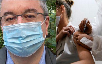 Μόσιαλος: «Όσοι έχουν εμβολιαστεί μπορεί να μεταφέρουν τον ιό»