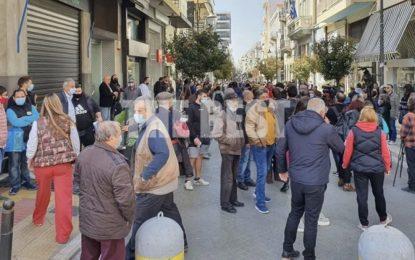 «Ντροπή σας» φώναζαν οι έμποροι της Πάτρας στον Πέτσα- «Να πάτε να φυλλάξετε τον Φουρθιώτη»