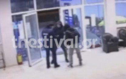 Θεσσαλονίκη: Βίντεο ντοκουμέντο με ληστεία σε βενζινάδικο – Τρόμος για τον υπάλληλο(Βίντεο)