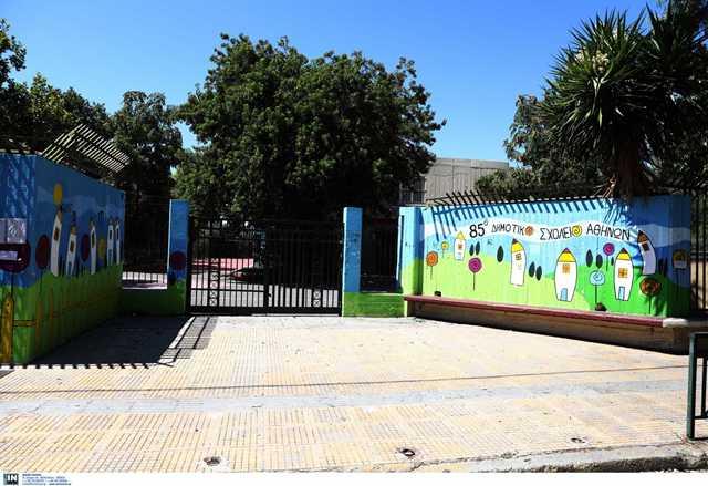 Γεωργιάδης: Σήμερα εξετάζεται το άνοιγμα παιδικών σταθμών και φροντιστηρίων