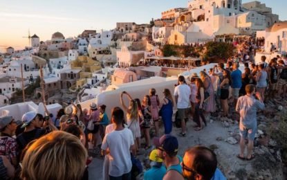 Βρετανικά ΜΜΕ: «Από Ιούνιο διακοπές χωρίς καραντίνα σε Ελλάδα, Ισπανία, Γαλλία»